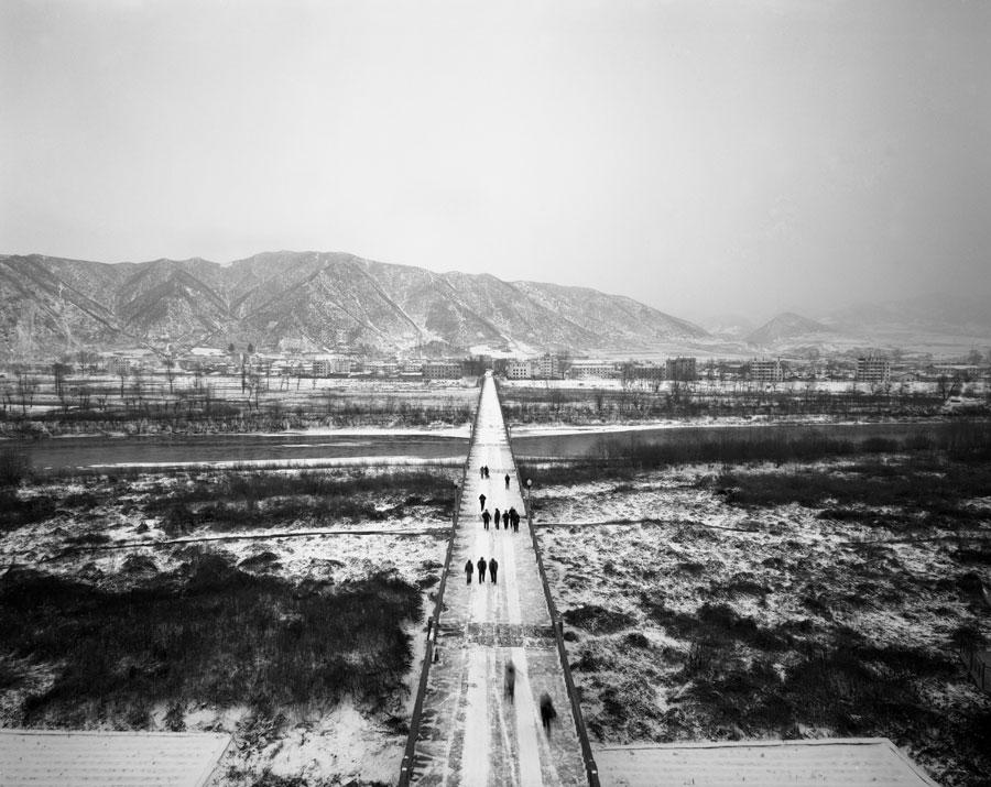 "Shen Xuezhe ""Tourist Group on Tumen Customs Bridge"", Gelatin silver, 50×61cm, 2010"